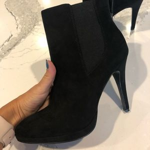 Faux suede black leather boots w/ heel Nine West